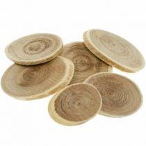 Rondins de bois et écorces